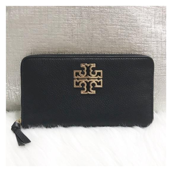 1c864318ac08 Tory Burch Britten Zip Continental Wallet. M 5bc984d9a31c33e2d8c8d253